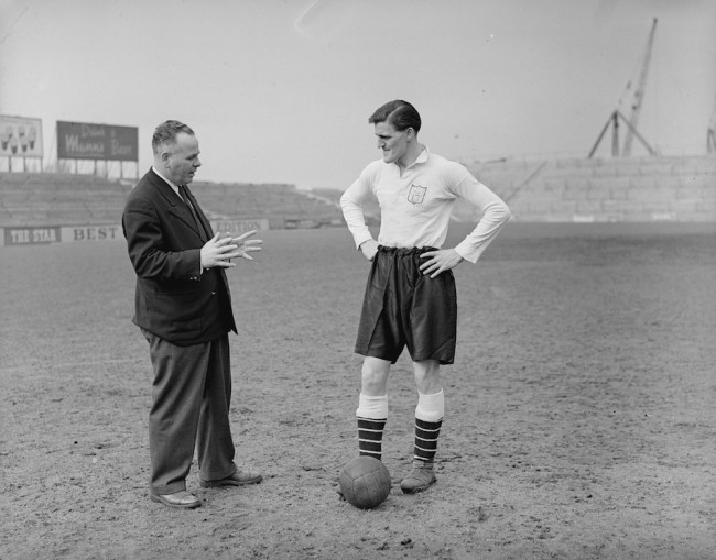 circa 1952: Fulham Football Club player Jimmy Hill with Bill Dodgin. (Photo by Evening Standard/Getty Images)