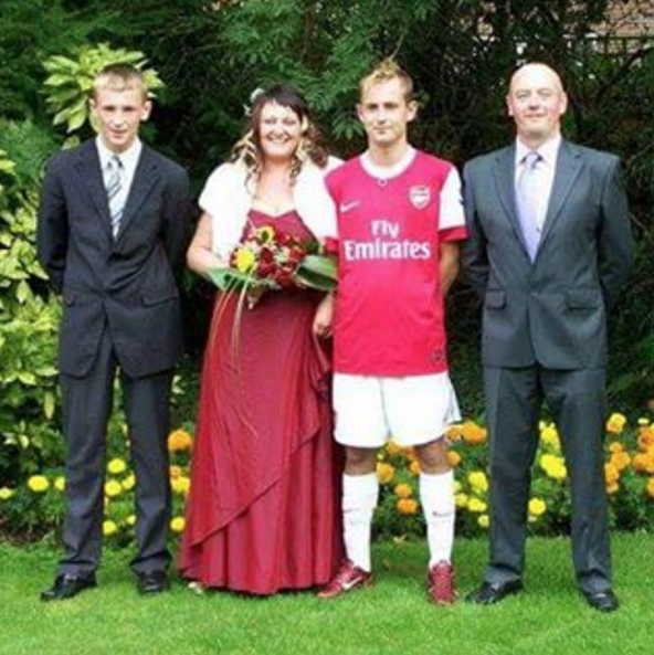 Arenal fan married in full kit