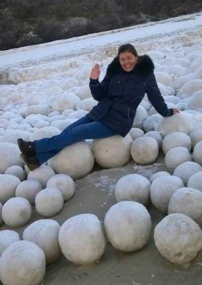 russia snow balls