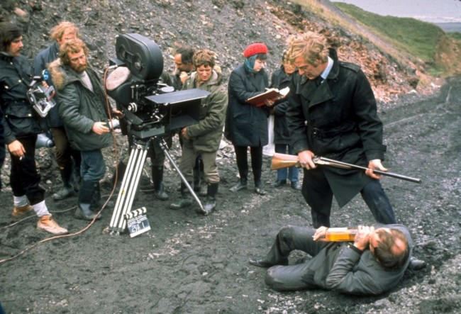 Closing scene at Blackhall Beach. Ian Hendry with Michael Caine and crew.