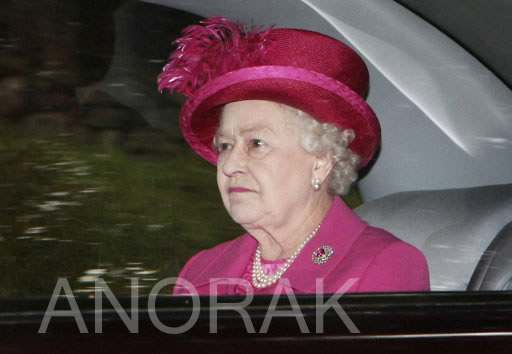 9411542 Queen Meets Canadian Governor General   Look Daggers (Photos)