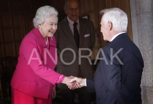 9411985 Queen Meets Canadian Governor General   Look Daggers (Photos)