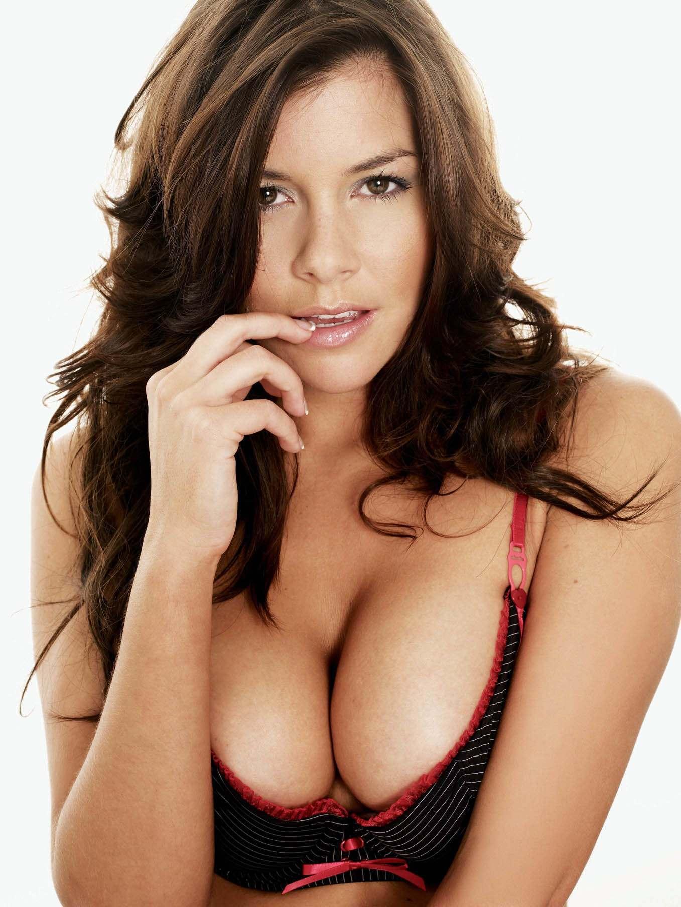 http://www.anorak.co.uk/wp-content/uploads/Imogen_Thomas1.jpg