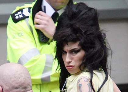 amy-winehouse-arrest-questioned.jpg