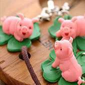pigs-in-clover