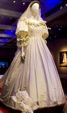 princess-diana-wedding-dress1.jpg