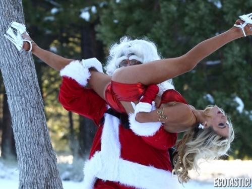 courtney-stodden-santa-eats