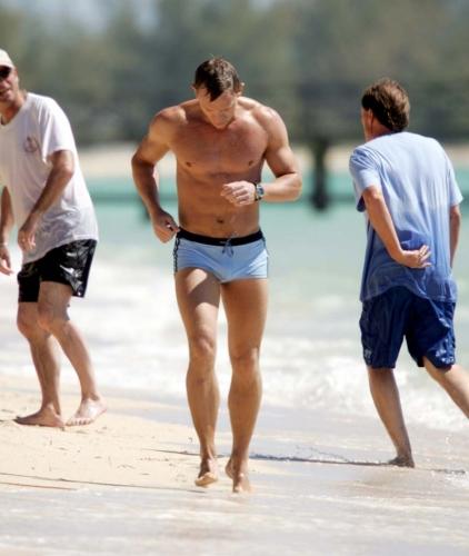 daniel-craig-james-bond-swimsuit