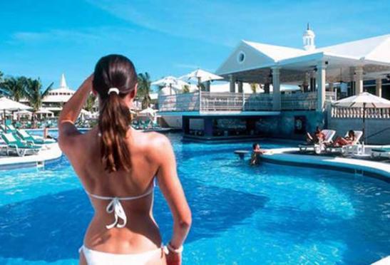 riu-negril-clubs-pool