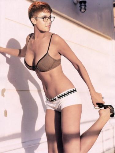 bieber-bikini-7