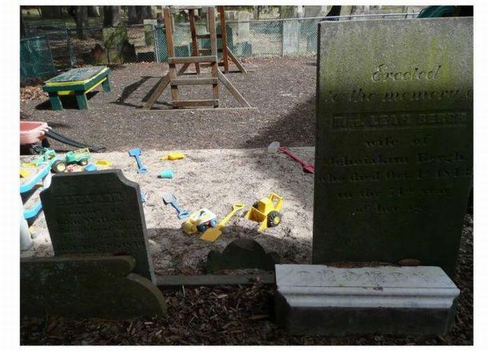 cementery_playground_02