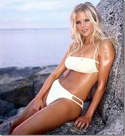 elin-nordegren-in-white-bikini